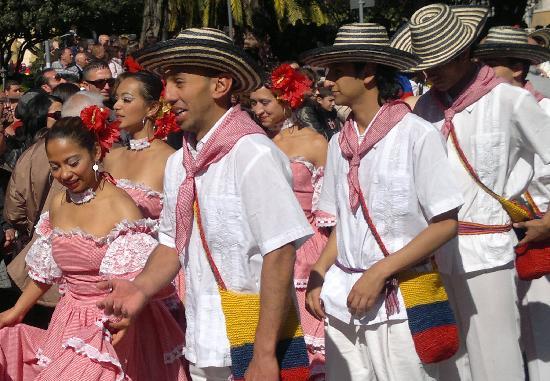 Sagra del Mandorlo in Fiore : i colori della Colombia