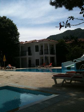 Alvaro: Pool