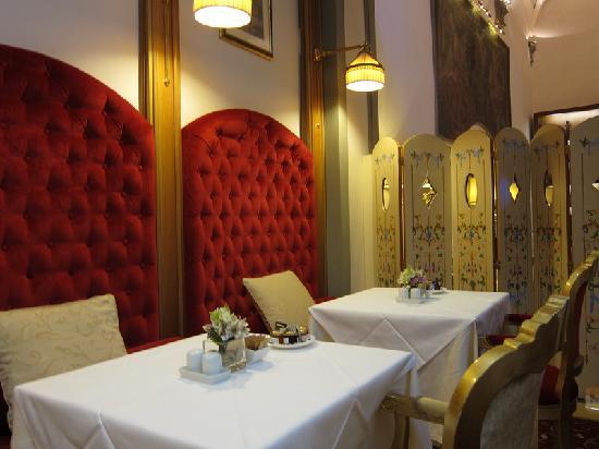 Golden Tower Hotel & Spa: Dinning room