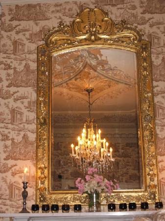 Castle Durrow: mirrow in dining room