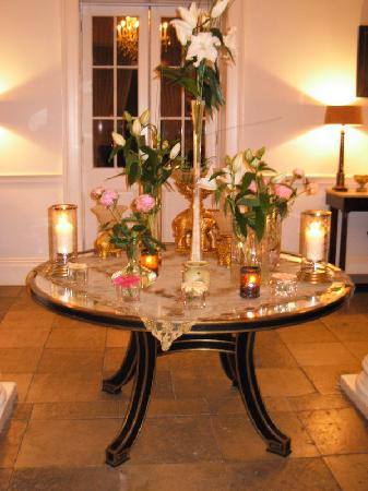 Castle Durrow : Table in the foyer