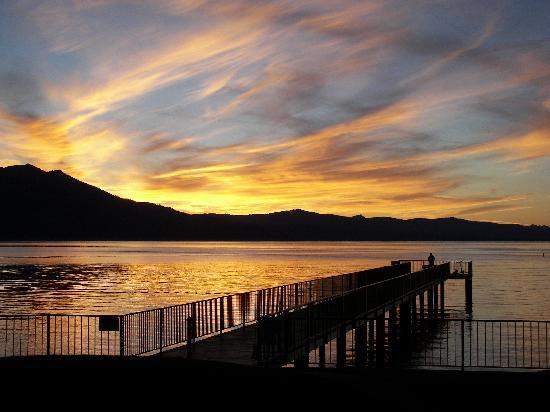 Lake Tahoe Boat Rides: Sunset Boat Cruise