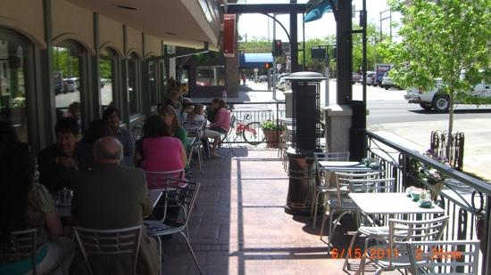 Stella's Kitchen and Bakery: outdoor patio area