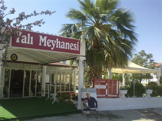 Yali Meyhanesi: Entrance