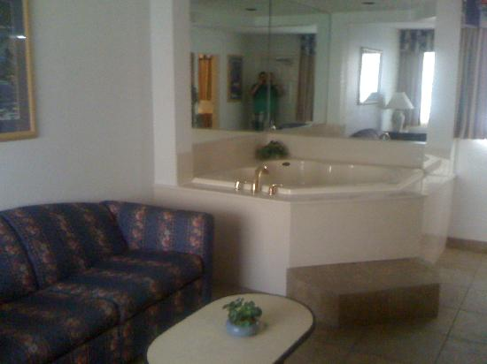 Days Inn Ormond Beach Mainsail Oceanfront: Jacuzzi
