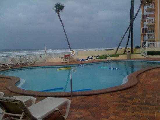Days Inn Ormond Beach Mainsail Oceanfront: Pool