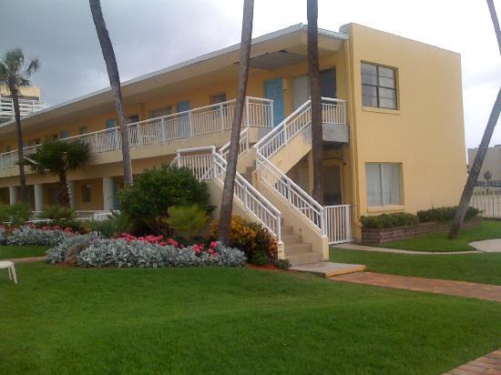 Days Inn Ormond Beach Mainsail Oceanfront : Outside