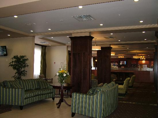 Holiday Inn Suites Kamloops: Foyer