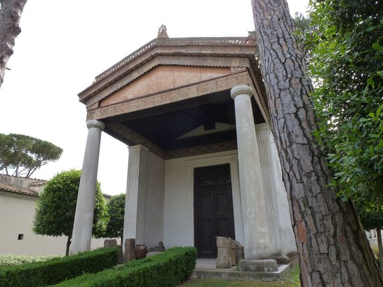 Museo Nazionale Etrusco di Villa Giulia: The reconstructed Etruscan temple in the courtyard