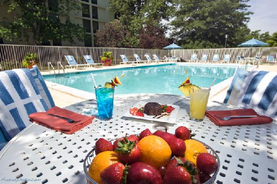 DoubleTree by Hilton Hotel Baltimore - BWI Airport: Doubletree BWI beautiful pool