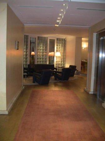 L' Hotel Pergolese Paris: Hallway