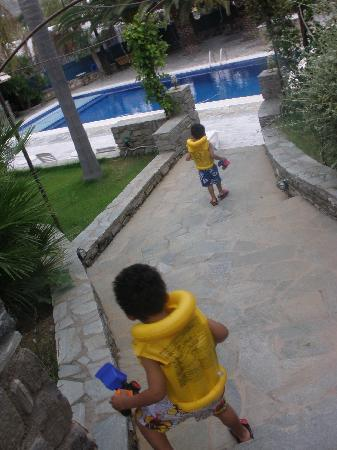 Paros Eden Park: on our way to the pool :)