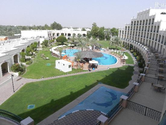 Al Ain Rotana Hotel: The swimming pool area
