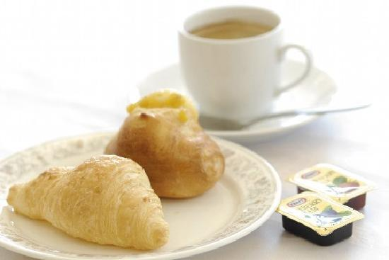 Center Hotel Narita : 【焼きたてパン】 無料朝食