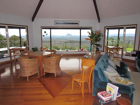 Braeside Bed & Breakfast : View from upper sitting/breakfast area