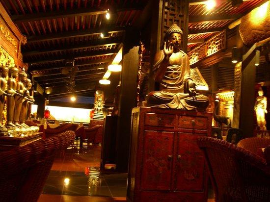 Kampong Kata Hill: Wunderschoener Innenraum (Buddha)