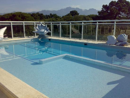 https://media-cdn.tripadvisor.com/media/photo-s/01/e8/0d/16/terrazzo-con-piscina.jpg