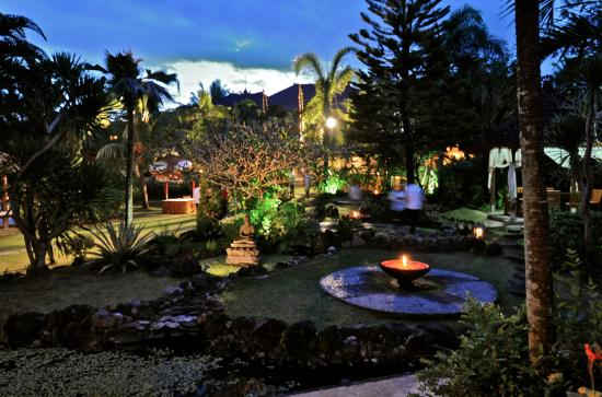 Vision Villa Resort: Vision Villas at night