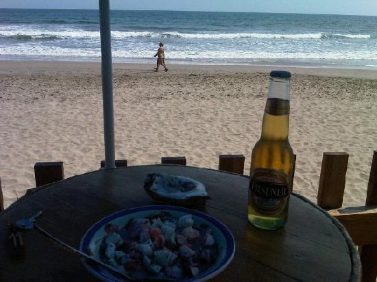 Hostal Sole Mare: Beach, sea, ceviche and a beer, it can't get better than this ;)