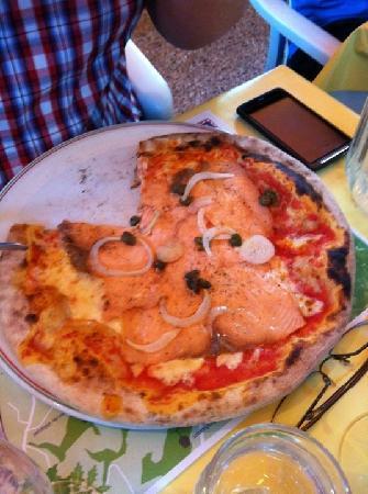 La Croix Verte: The house pizza @ $ 25,-