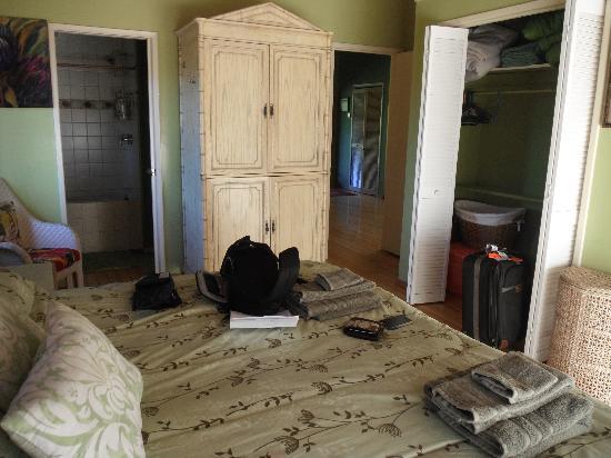 Hale Ho'omana: a view inside our Aloha Suite roome
