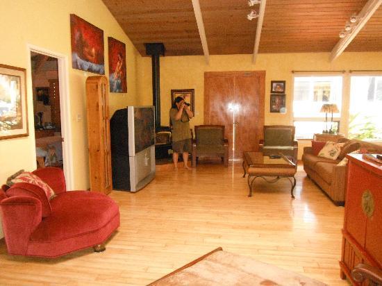 Hale Ho'omana: parlor inside the main house