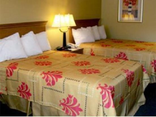 Kennesaw Inn: One of our clean comfortable rooms with 2 double beds
