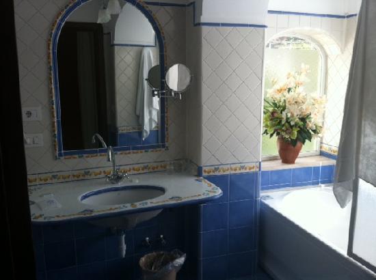 Vittoria: spotlessly clean bathroom