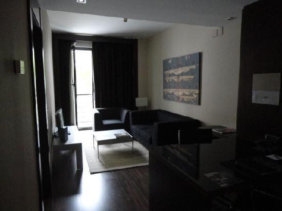 AC Hotel Ciudad de Sevilla: Wohnzimmer