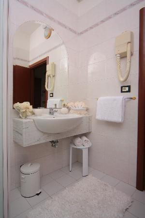 Hotel Stefan: bagno camerqa doppia