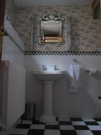 ‪‪The Lonsdale Hotel‬: Bathroom in The Regency‬