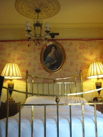 ‪‪The Lonsdale Hotel‬: Bed in The Regency‬