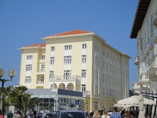 Grand Hotel Palazzo: Außenansicht vorne