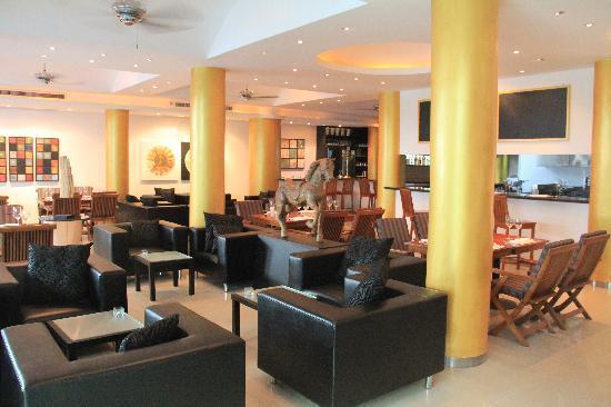 East Suites: Restaurant