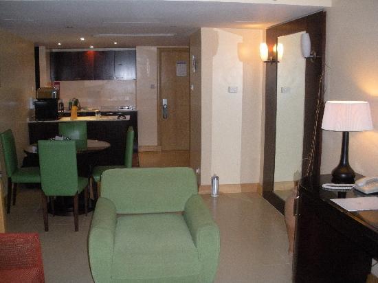 Diamond Suites on Malta: dining area/kitchen (1 bedroom)