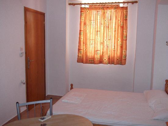 Kyriakos Apartments: inside room 4