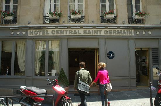 Hotel Central Saint Germain: Front entrance