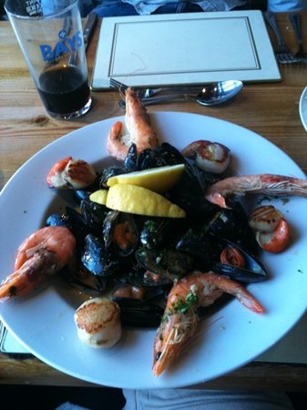 Beamers Restaurant: gorgeous dish of Scallops, mussels and crevettes!