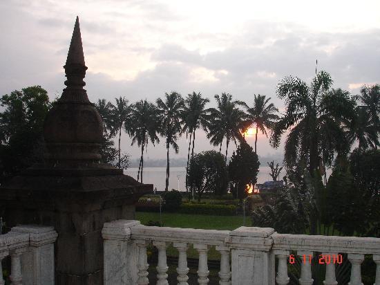 Shalini Palace Hotel: Rankala Lake from the hotel
