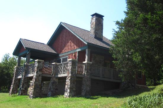 The Lodge at Mount Magazine: cabin at the Lodge at Mt. Magazine