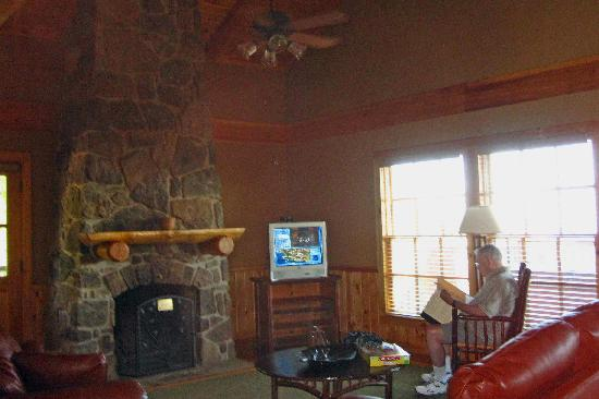 The Lodge at Mount Magazine: living room in cabin