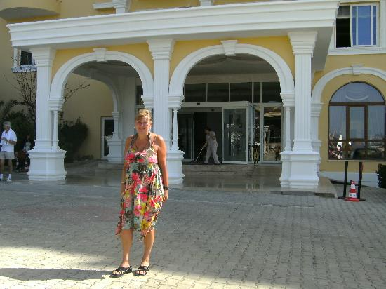Kestel, Turcja: Outside Hotel