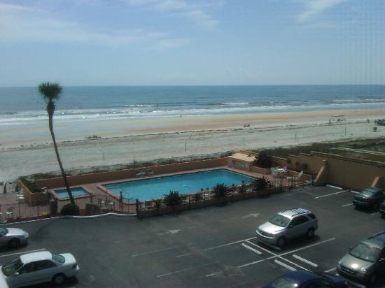 Quality Inn & Suites On The Beach: Deck View