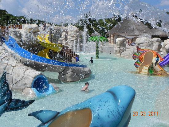 Sandos Caracol Eco Resort: Autre vue de l'aquapark