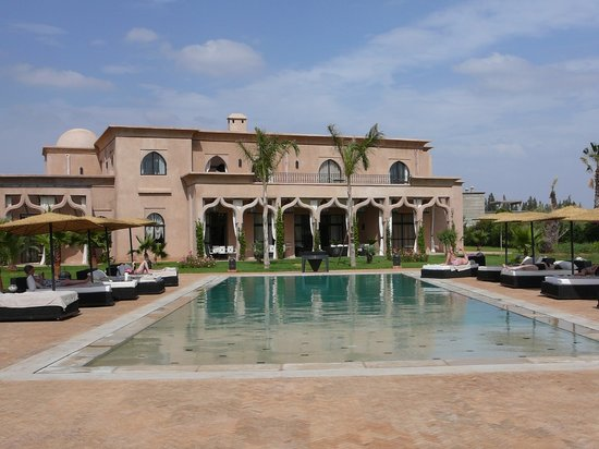Villa Dar Babeldom: la piscine et la villa en fond