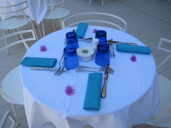 Domina Zagarella Sicily : Poolside Lunch Table