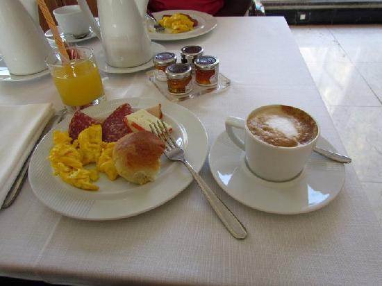คาโป ดาฟริกา: sample of Breakfast offerings