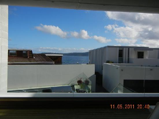 Sacred Waters Taupo Luxury Apartments : View from our room to Lake Taupo
