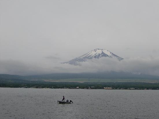 Yamanakako Shuzanso: 湖の畔から・・・