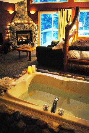 """Pine River Ranch: Romantic anniversary and birthday suites to say """"I love you"""""""